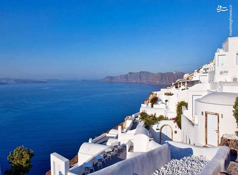 درطول قرنها , یونانیان روستاهایی را بر لبه های تیز آتشفشانهای بلند سانتورینی بنا می کردند.