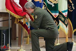 عکس/ بوسه وزیر دفاع به پرچم مقدس ایران
