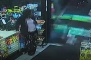 فیلم/ ورود غافلگیرکننده شاسی بلند داخل فروشگاه!