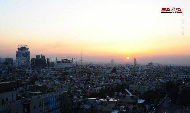 نمایی از شهر دمشق دقایقی پس از حملات موشکی ائتلاف آمریکایی