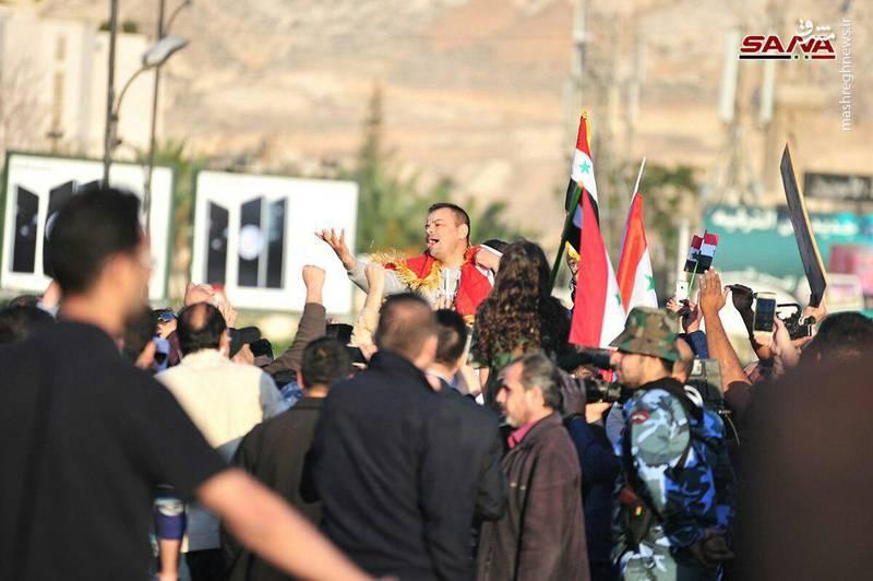 مشارکتکنندگان در این تجمع، همچنین تجاوز نظامی آمریکا، فرانسه و انگلیس به سوریه را محکوم کردند.