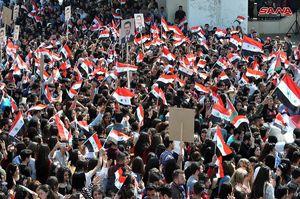 عکس/ جشن دانشجویان از پیروزی ارتش سوریه