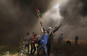 ایستادگی کودک فلسطینی دربرابر سرباز صهیونیستی +عکس