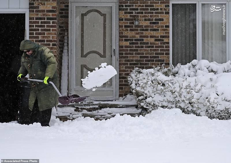 طوفان به همراه برف و یخ مناطق مرکزی آمریکا را درنوردید و بر اثر آن تاکنون حداقل ۳ آمریکایی جان خود را از دست دادند.