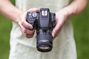 فیلم/ رفتار بیرحمانه یک عکاس با دوربینش!