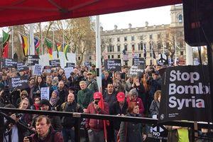 تظاهرات ضد جنگ در مقابل پارلمان انگلیس
