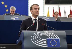 عکس/ رئیس جمهوری فرانسه غافلگیر شد