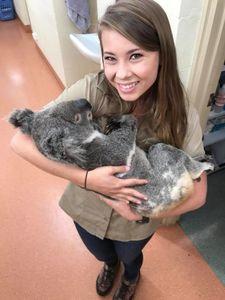 عکس/ صمیمیت یک دختر با اهالی باغ وحش!