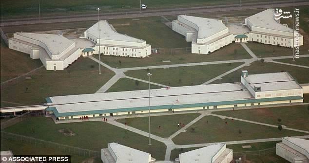 در پی درگیریهای شدید در زندانی در کارولینای جنوبی آمریکا، 7 نفر کشته و 17 تن دیگر زخمی شدند.