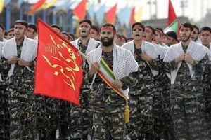 فیلم/ رژه خاص نیروهایبسیج از مقابل روحانی
