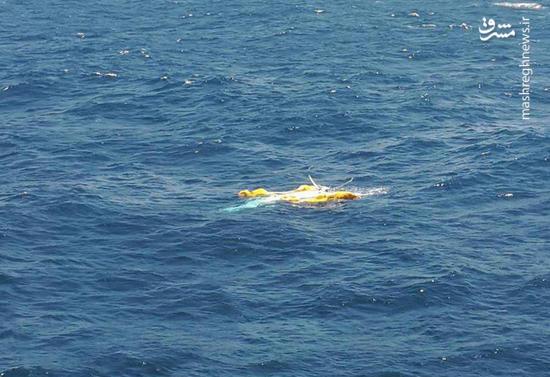 عکس/ پیداشدن لاشه بالگرد سقوط کرده در خلیج فارس