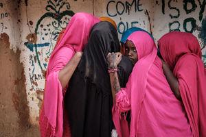 زنان سومالی در اردوگاه مهاجران در شمال شرق کنیا. این اردوگاه در سال 1991 میلادی تأسیس شده اما هنوز امکان بازگشت مهاجران فراهم نشده است.