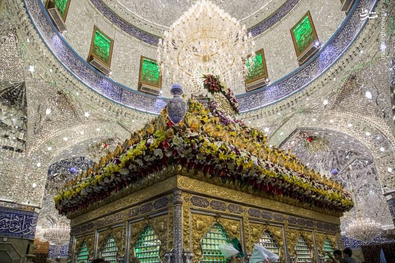 ای عشق زلال، روح دریا عباس  زیبایی محض، ای دلارا عباس  الحق که به تو نام قمرمی آید!  ای ماهترین عموی دنیا عباس
