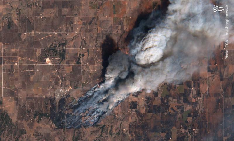 آتش سوزی بزرگ در اوکلاهما که تا بحال 260 هزار هکتار زمین را سوزانده است. تصویر این منطقه که مدتی است دچار خشکسالی شده، از سوی آژانس فضایی اروپا برداشته شده است.