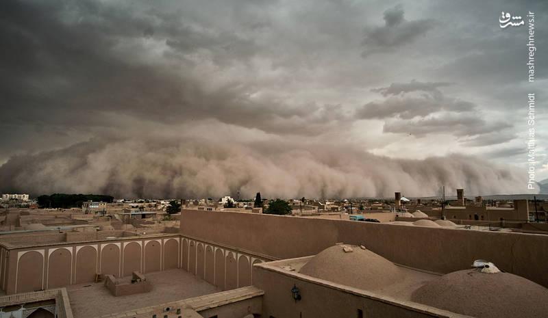 طوفان شن و خاک در یزد که تصویر آن در رسانههای جهانی منتشر شد.