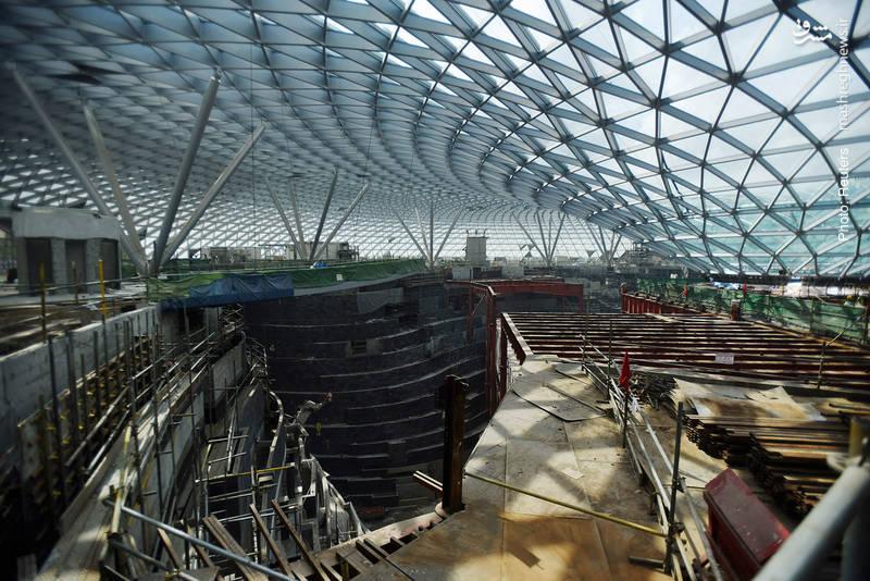 مرکز تفریحی-تجاری که در فرودگاه چانگی سنگاپور (شامل هتلی با 130 اتاق و بزرگترین آبنمای سرپوشیده جهان) در حال ساخت است و در سال 2019 میلادی افتتاح میشود. چانگی یکی از بزرگترین و شلوغترین فرودگاههای آسیا به شمار میآید.