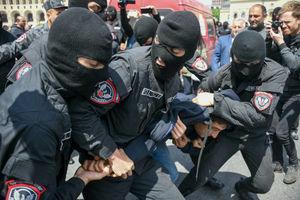 عکس/ تظاهرات ضد دولتی با لباس نظامی در ارمنستان