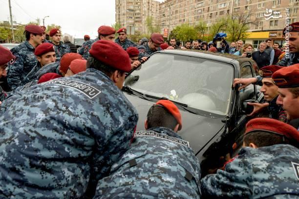 چندین گروه مخالف دولت امروز دوشنبه به خیابانهای ایروان آمدهاند.