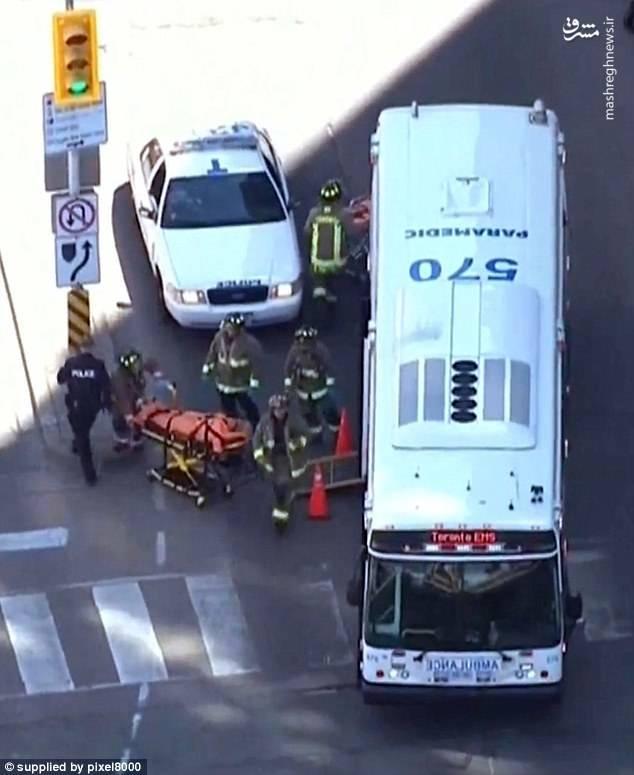 این حادثه در یک چهارراه شلوغ در تقاطع خیابانهای یونگ و فینچ روی داده است. راننده پس از برخورد به تعداد زیادی عابر پیاده به همراه خودرویش از صحنه متواری شد