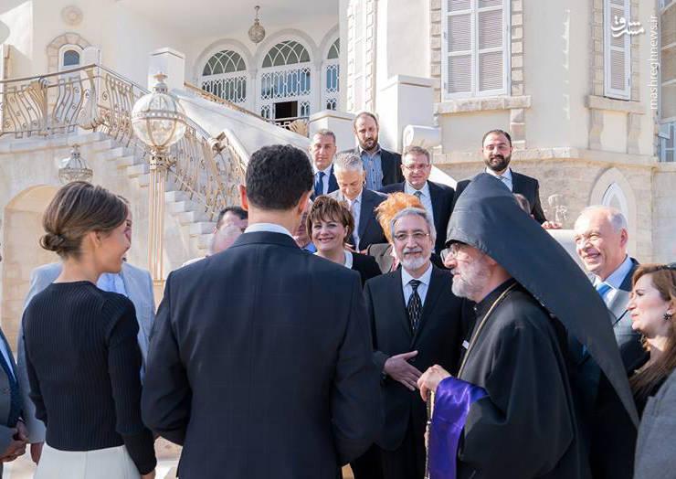 رئیس جمهور سوریه، به همراه همسرش،  با شماری از نمایندگان جامعه ارامنه در شهر حلب سوریه دیدار کرد.