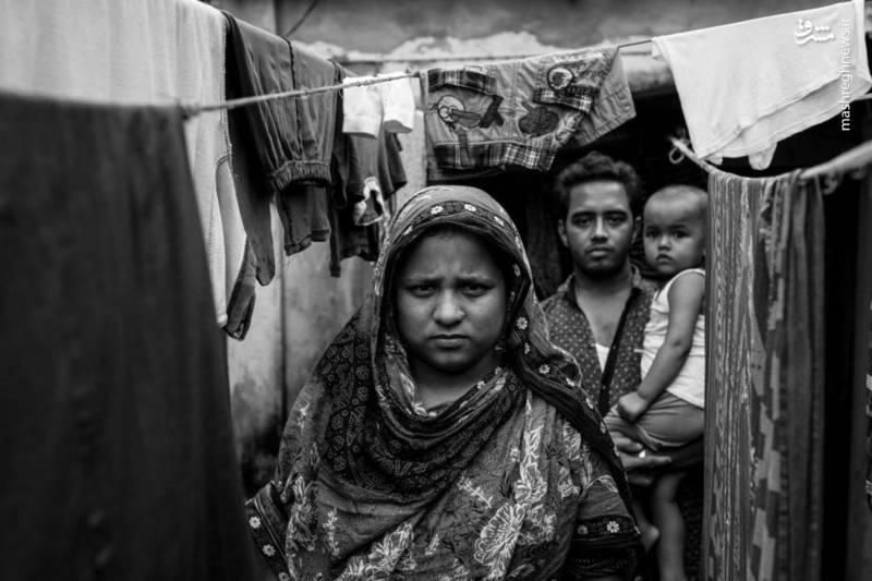 مصموت رکا آکتر در 13 سالگی در رانا پلازا مشغول به کار بود. او در هنگام فاجعه بازوی خود را از دست داد و هنوز قادر به حرکت نیست.شوهرش، محمد سعید اسلام نیز در فروپاشی صدمه دید. او سرگیجه دارد و قادر به انجام کاری نیست .