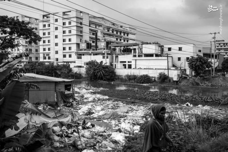 با اینکه خیلی از افراد بازمانده از ریزش ساختمان رانا پالازا موفق به یافتن شغل شدند اما هنوز خیلی از افراد بیکار و سرگردانند