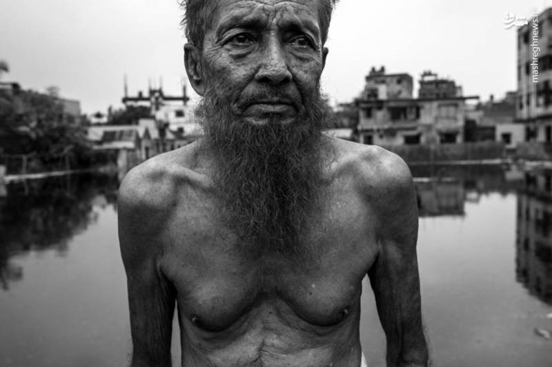 بنگلادش، بزرگترین صادرکننده لباس بعد از چین است.با پرداخت پایین ترین دستمزد در جهان، صرفه جویی در هزینه های تولیدکنندگان را انجام دهد. اغلب با نادیده گرفتن قوانین، موافقت نامه ها و استانداردها که از کارگران و محیط زیست محافظت می کند قیمت ها را افزایش می دهد.