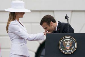 عکس/ بوسه ماکرون به دست همسر ترامپ!