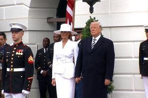 فیلم/ تلاش ترامپ برای گرفتن دست ملانیا!
