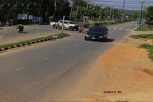 فیلم/ رد شدن شاسیبلند از روی موتورسوار