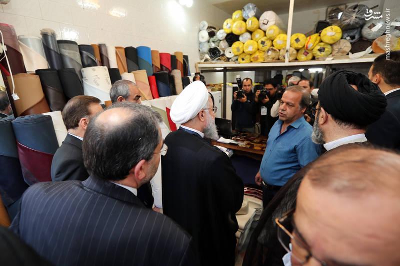 عکس/ روحانی در بازار کیف و کفش تبریز