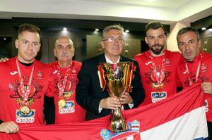 عکس/ کرواتهای پرسپولیس با جام قهرمانی