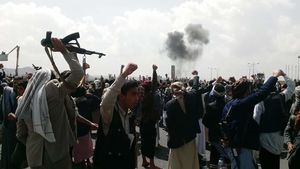 عکس/ حمله جنگندههای سعودی به مراسم تشییع صالح