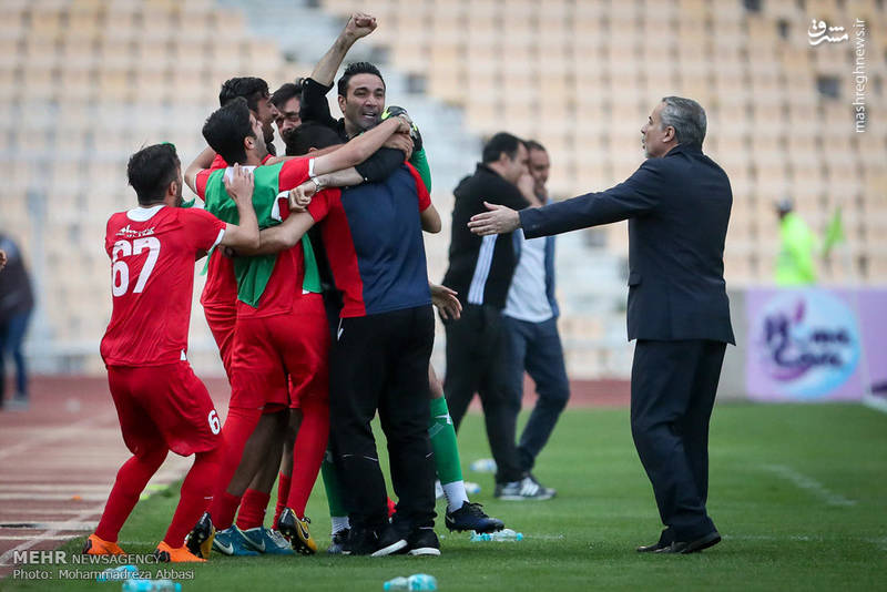 دیدار تیم های فوتبال نساجی مازندران و راه آهن تهران