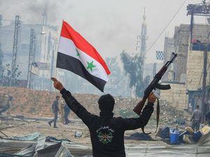 نیروهای سوری به بزرگترین پایگاه داعش در جنوب دمشق رسیدند/ دولت سوریه در آستانه توافق برای آزادی ۵ هزار شهروند محاصره شده الفوعه و کفریا + نقشه میدانی و تصاویر