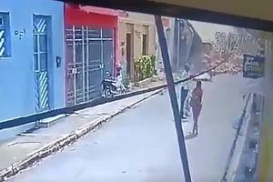 فیلم/ لحظه برخورد کامیون با دیوار خانه