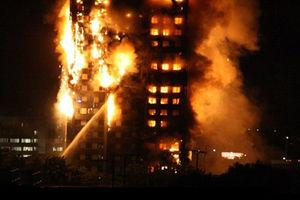 فیلم/ ریزش ساختمان بعد از آتش سوزی مهیب!