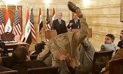 تصمیم جدید خبرنگاری که به سمت بوش لنگه کفش پرتاب کرد