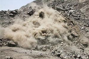 ریزش کوه در اثر زلزله