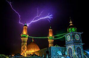 تصویری زیبا از رعد و برق در بین الحرمین
