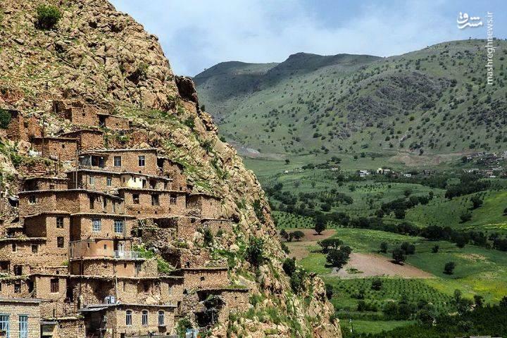. با توجه به بقایای مساجد، منازل قدیمی و باغ های زیبای این روستا به نظر میرسد که شالوده اصلی آن به دوره سامانی بازمیگردد.