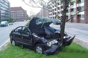 فیلم/ تصادف مرگبار ماشین با درخت!
