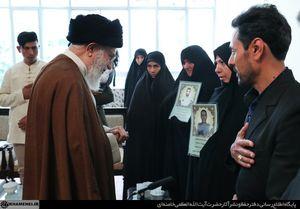 عکس/دیدار خانوادههای دو شهید نیروی انتظامی با رهبرانقلاب