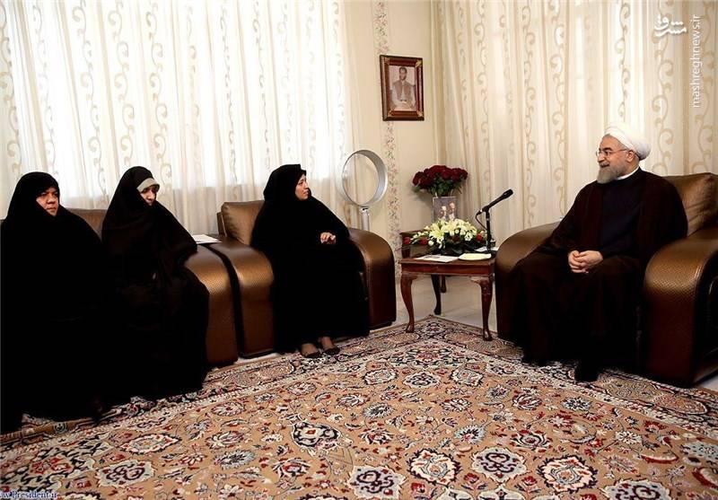 حضور روحانی در منزل یک شهید