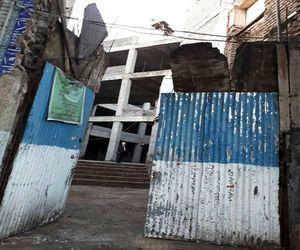 مسجد بزرگ قنات آباد از سال ۸۸ منتظر کمک مسئولین/ روایتی دردناک از مسجدی پر سابقه در خیابان مولوی+عکس