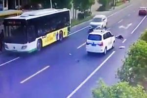 فیلم/ لحظه برخورد شدید ماشین با زنجوان