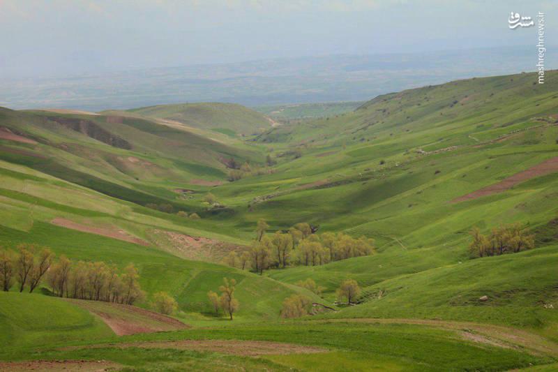 روستای سردابه در 28کیلومتری غرب شهر اردبیل واقع شده است