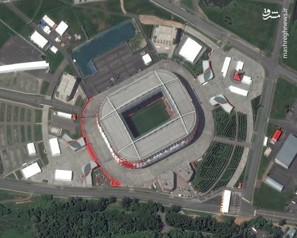 استادیوم اسپارتاک-مسکو؛ این استادیوم خانه  خانه تیم فوتبال اسپارتاک مسکو است،  یک جاذبه دیدنی نیز دارد که مجسمه گلادیاتور معروف ، اسپارتاکوس ، است.