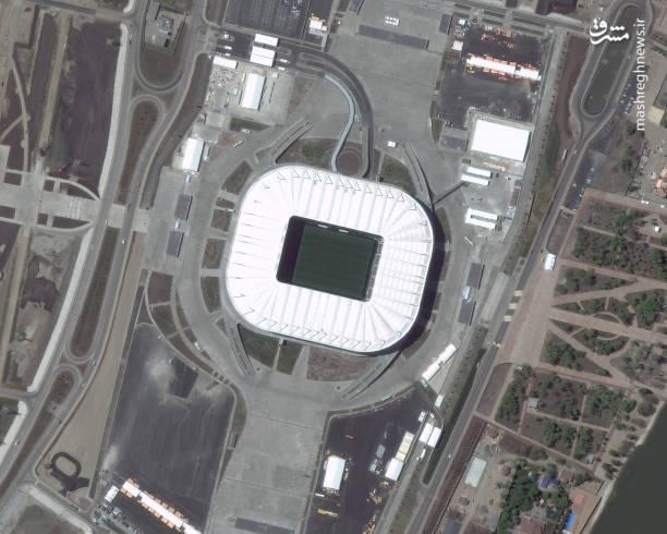 استادیوم روستوف آرنا- روستوف-نا-دونو، ساخت این ورزشگاه از سال ۲۰۱۴ آغاز شد اما به دلیل اشتباهاتی که در ابتدا در ساخت آن بوجود آمد کمی دیرتر از حد معمول ، یعنی سال ۲۰۱۷ ، به اتمام رسید. ظرفیت این ورزشگاه ۴۵۰۰۰ نفر است.این ورزشگاه در نزدیکی ایستگاه قطار و فرودگاه جدید شهر واقع شده است،استادیوم موردویا که میزبان مسابقه فوتبال ایران و پرتغال در جام جهانی ۲۰۱۸ است ۴۴۰۰۰ نفر ظرفیت دارد.
