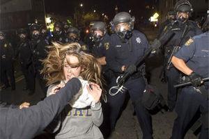 فیلم/ شلیک پلیس آمریکایی به یک زن باردار! (۱۳+)